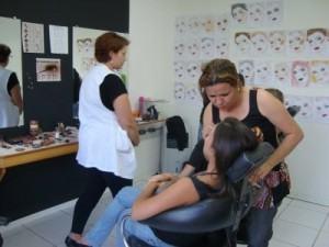 cursos de maquiagem 300x225 Curso de Maquiagem