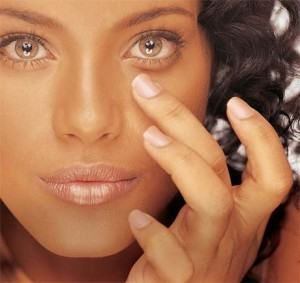 maquiagem-para-disfarcar-olheiras-300x283